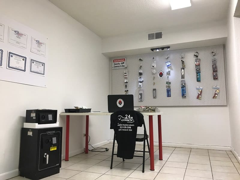 Inside Immediate Response Locksmith Store